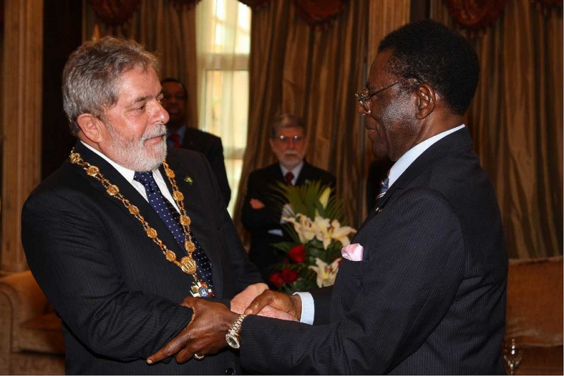 Obiang receives Brazil's former president Lula in an official visit to Malabo in 2010. Image by Blog do Planalto/Flickr. CC BY-NC