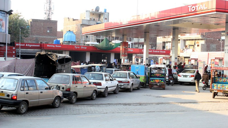 There is a huge fuel shortage in Lahore and in other cities of Pakistan and people are waiting in long queues for gasoline. Image by Iftekhar Ahmed. Copyright Demotix (15/1/2015)