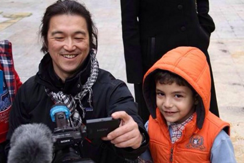 The world remembers Kenji Goto, the Japanese journalist beheaded by the ISIS. Photograph shared on Twitter by @halona