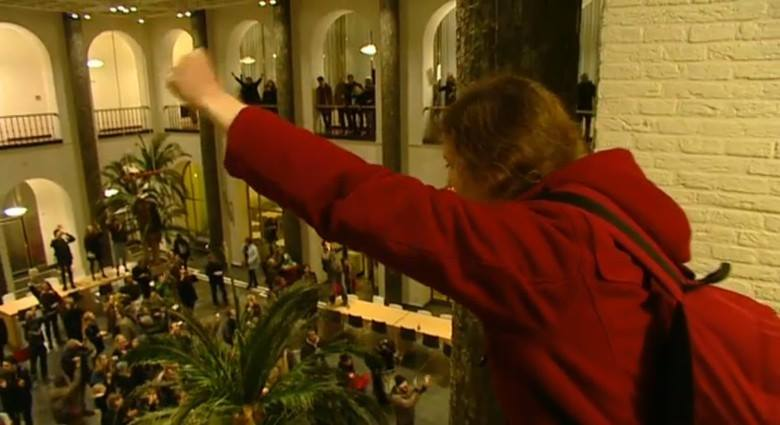Students occupying the Bungehuis . Photo from http://newuni.nl/