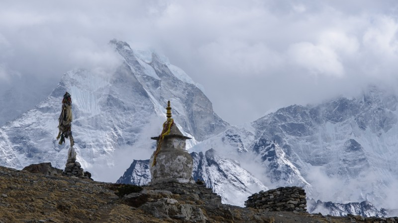 Glimpse of the Himalayan range featuring Ama Dablam. Image from Flickr by Franck Zecchin. CC BY-NC-SA 2.0