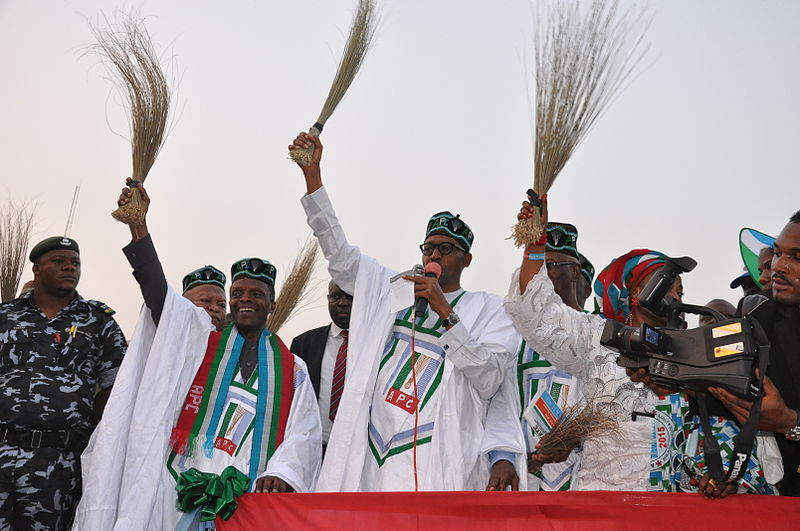 The main opposition presidential candidate General Muhammad Buhari holding a broom in one of his campaign rallies. Photo released under Creative Commons by Flickr user Heinrich-Böll-Stiftung.