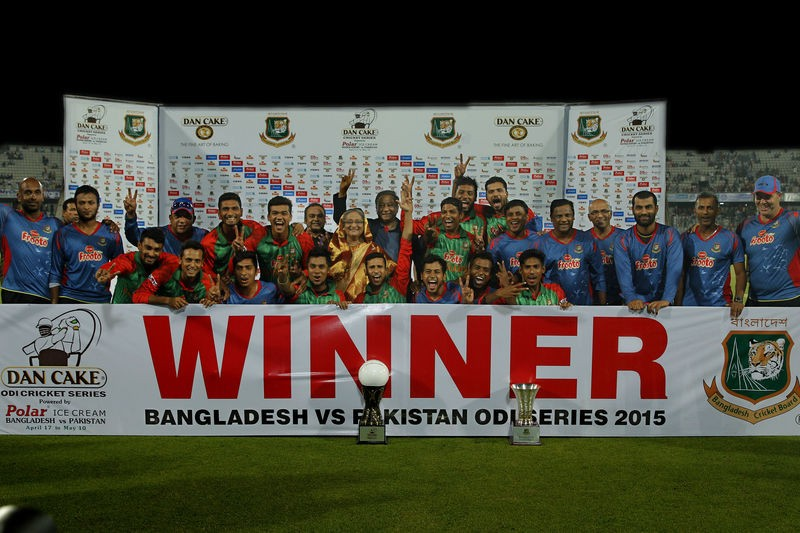 IBangladeshi team posed for a group photo with Prime Minister Sheikh Hasina at the end of the Dan Cake Cricket Series at Sher-e-Bangla National Cricket Stadium in Dhaka, Bangladesh