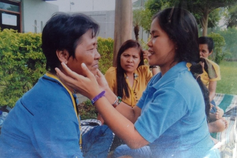 Mary Jane (right) is reunited with her mother (left) during a prison visit in 2013. Photo from Migrante