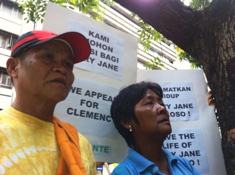 Mary Jane's parents appeal for clemency during a visit to the Indonesian Embassy in Manila. Photo from Facebook
