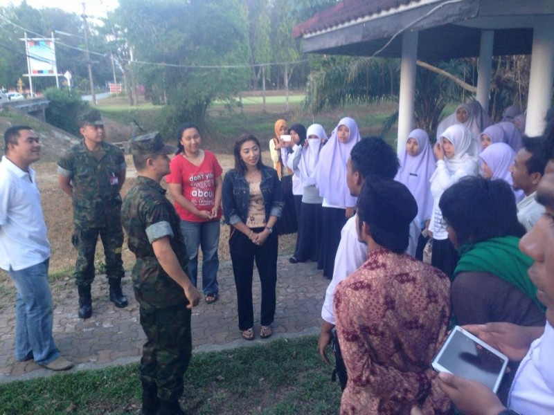 Student movements expressing their concerns to the Thai army. Photo from the Facebook page of Ihsan Cikwan Patani.