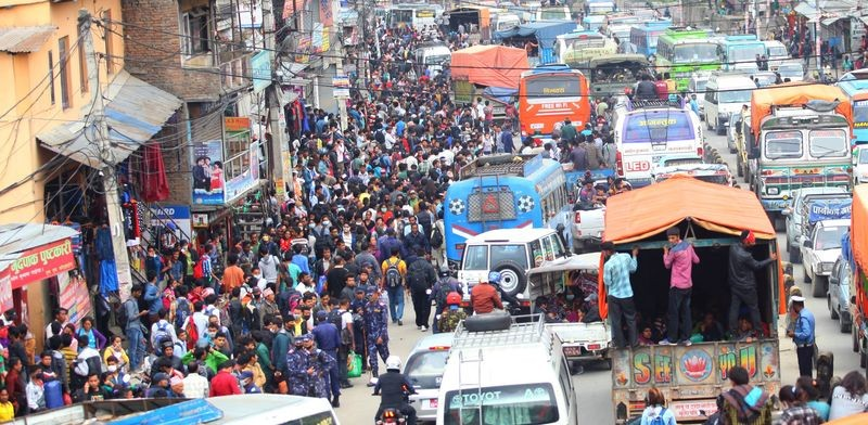 People are leaving the capital city and going back to their own villages after the massive earthquake in Kathmandu. Image by Sunil Sharma. Copyright Demotix (28/4/2015)