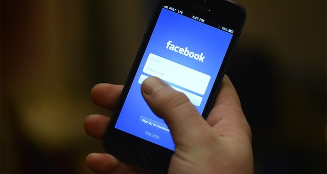 A user logs onto Facebook from their phone. Photo from Flickr User: Maria Elena (CC: AT)