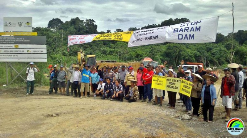 Protest against the Baram Dam project. Photo from the Facebook page of Save Rivers