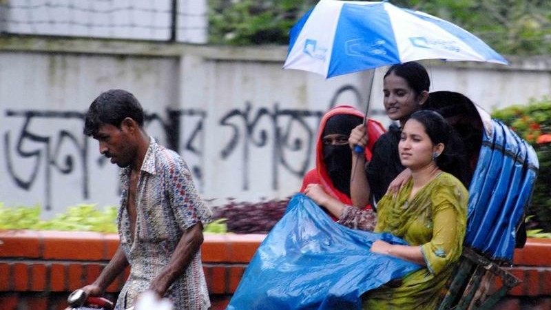 People welcomed the rain that engulfed Dhaka city after the period of hot and humid weather. Image by Bayejid Akter. Copyright Demotix (28/08/2010).