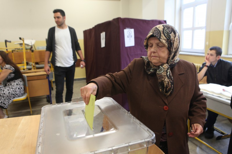 Voting in Turkey's crucial General Election commences on 7 June 2015. Photo by SADIK GÜLEÇ. Turkey, Istanbul. Voting in Turkey's crucial General Election commences.