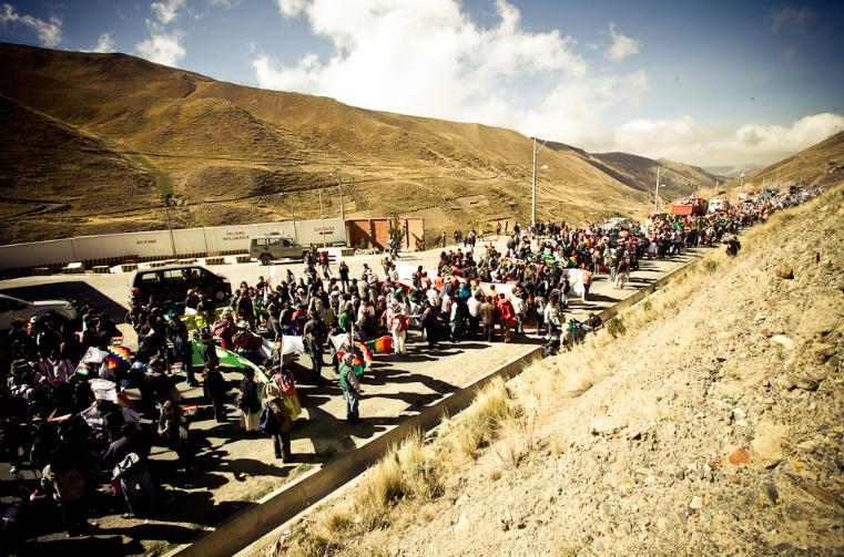 Szymon Kochański Follow Los marchistas del TIPNIS llegan a La Paz (19/10/2011)