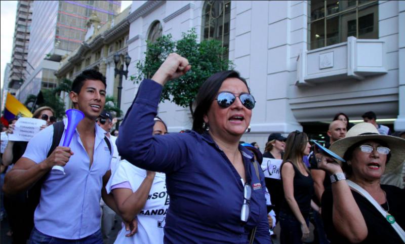 MARCHA OPOSICION Guayaquil, 10 de jun (Andes).-Opositores al gobierno encabezaron la marcha en contra de la Ley de Herencias Foto: César Muñoz/Andes