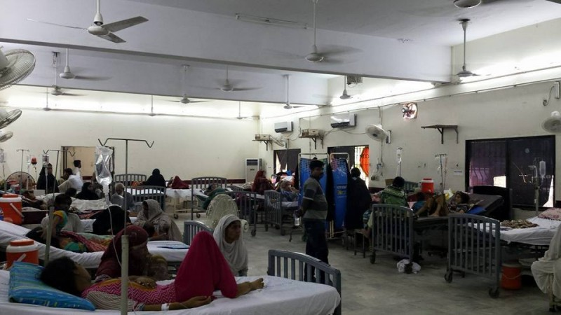 Ward 5 of Karachi's Jinnah Hospital's has been reserved for heatstroke patients. Image from Junaid Akram's Facebook page.