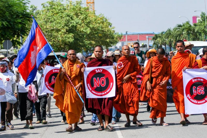 Monks joined the protest caravan against the passage of the NGO law. Photo from Licadho
