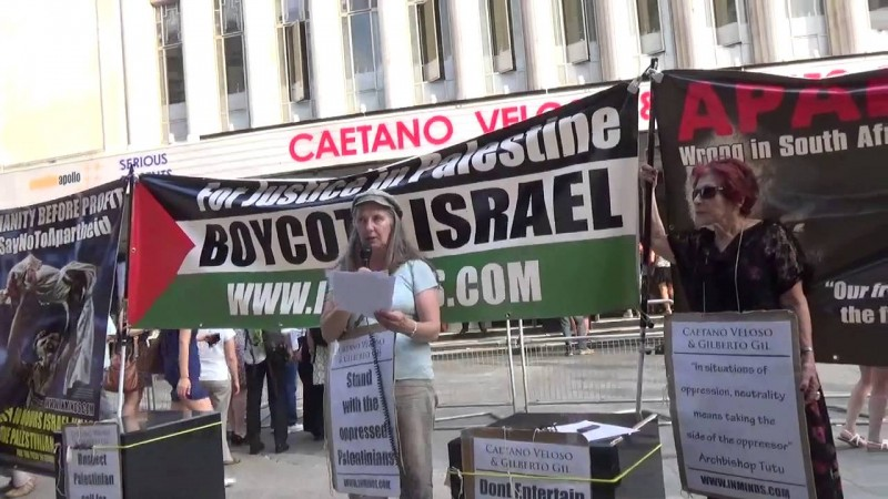 Protesters in London in front of the Eventim Apolo, where Caetano and Gil played on July 1st. Photo: Youtube screenshot.