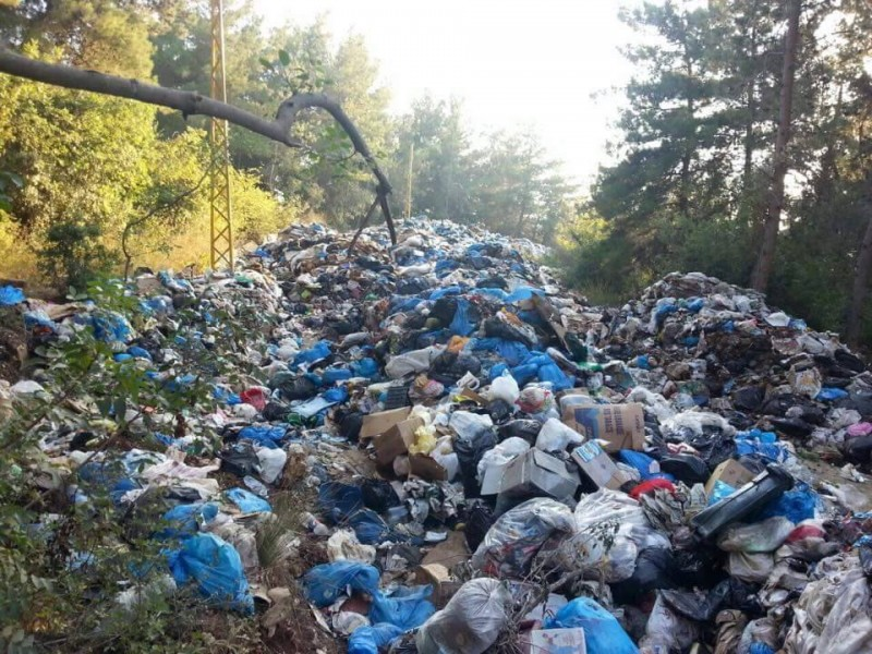 Lebanon's garbage disposed in a hazardous manner, which harms the environment. Photograph from the official page of the You Stink movement