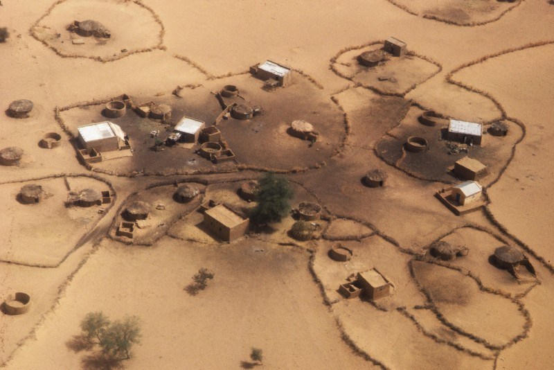 A deserted drought-stricken village in Mauritania. 01/01/1984. Mauritania. UN Photo/John Isaac. CC BY-NC-ND 2.0