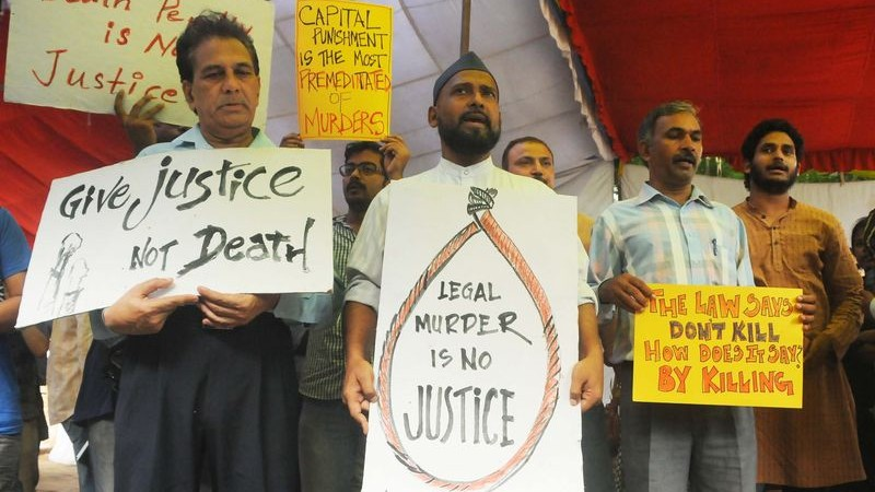 Indian social activists hold placards during a protest against the hanging of 1993 Mumbai blast convict Yakub Memon, in the Capital. Image by Himanshu Sharma. Copyright Demotix (30/7/2015)