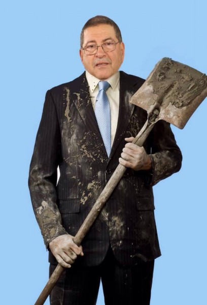 Photo-shopped picture of PM Habib Essid carriying a shovel