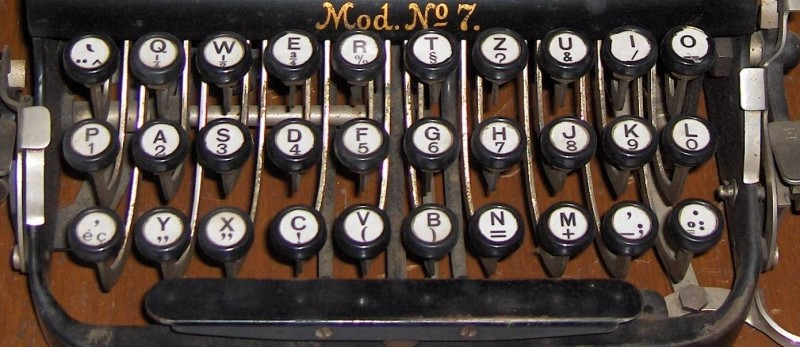 https://commons.wikimedia.org/wiki/File:Typewriter_adler1_keyboard.jpg.