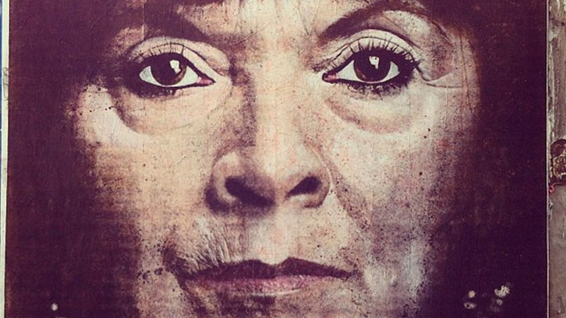 Mural in Buenos Aires of Susana Trimarco, the mother of Marita Verón, a young girl of 23 who disappeared from the Argentinian city of Tucumán in April 2002 at the hands of a human trafficking ring. Image taken from the Flickr account PixelBeat! under the Creative Commons license.