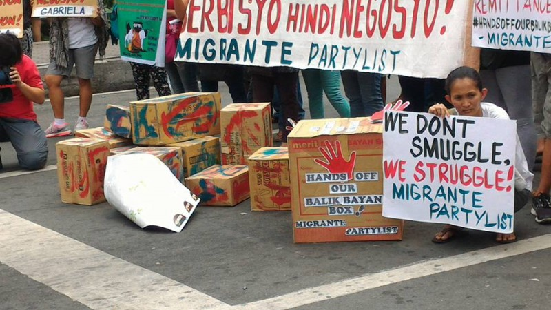 Activists hold a rally near the presidential palace denouncing the stricter rules in inspecting balikbayan boxes. Photo from the Facebook page of Lennon Ying-Dah Wong