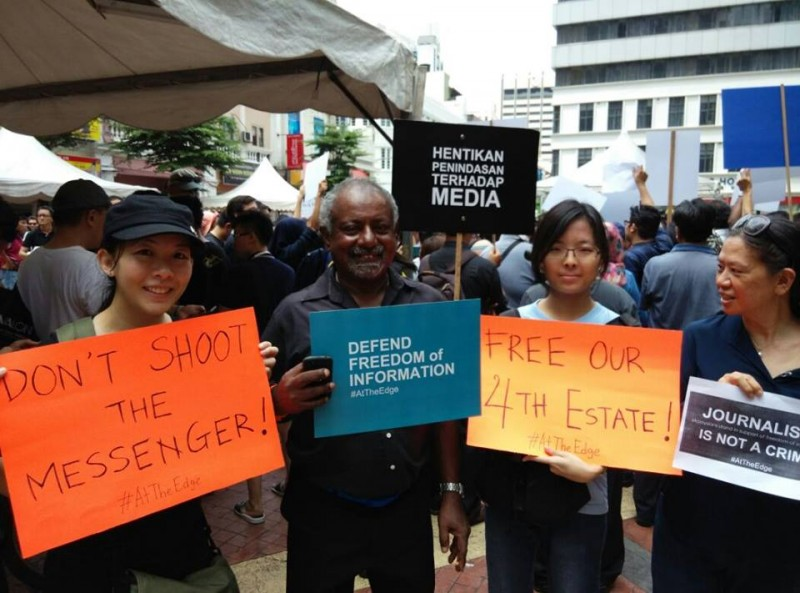 Some of the participants during the #AtTheEdge campaign calling for a free and independent media in Malaysia. Photo from the Facebook page of Malaysians stand in solidarity with The Edge