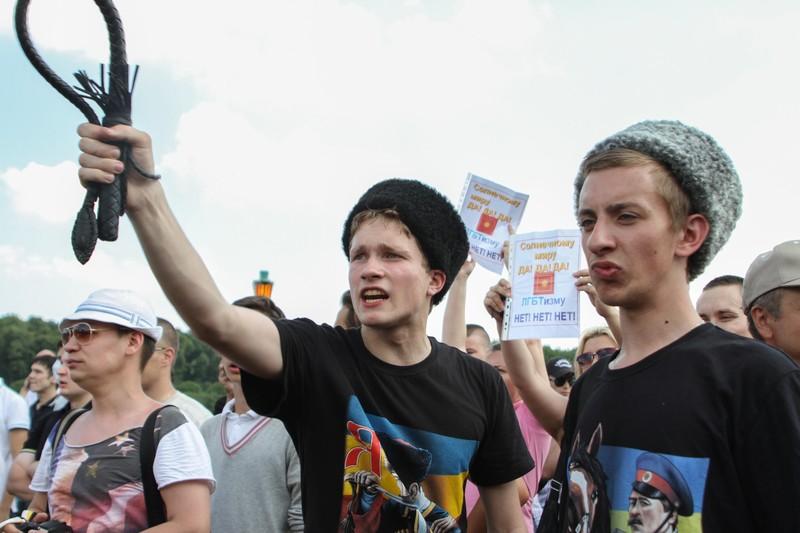 Protestujący członkowie LGBT  zaatakowani na paradzie Gay Pride w Sankt Petersburgu, Rosja. Zdjęcie za zgodą Demotix, wykonane 29 czerwca 2013 r. przez Ekaterinę Danilovą.