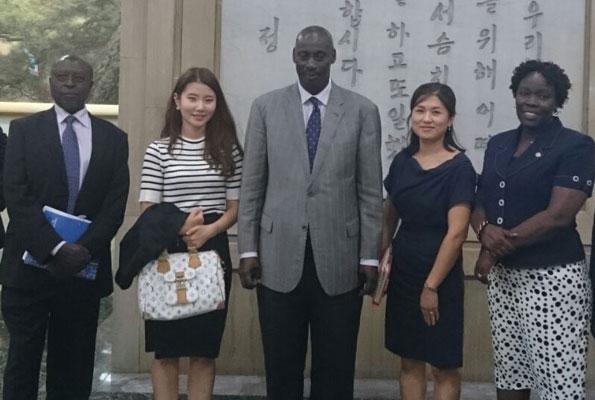 Аронда накануне инцидента, во время визита в Южную Корею (фото из открытого источника)