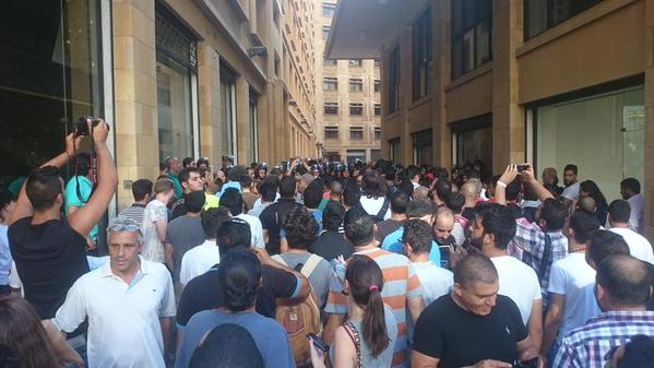 Supporters and protesters outside the Ministry of Environment building where #YouStink activists are staging a sit in. Photograph shared by Joey Ayoub on Twitter (@joeyayoub)