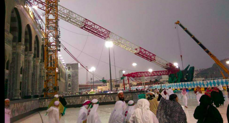 Photo of the collapsed crane in Mecca's Grand Mosque. Image from @haythamabokhal1 on Twitter.