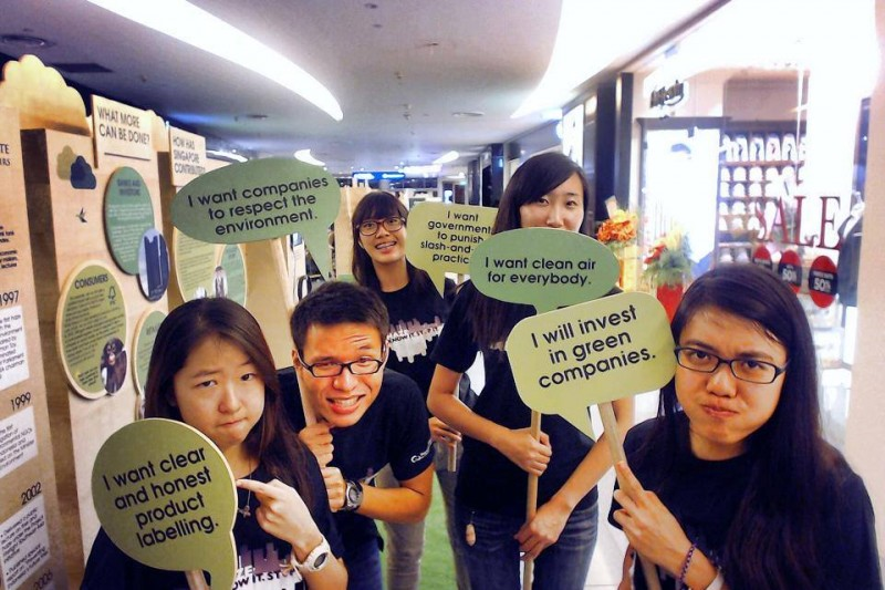 Youth volunteers who pledged for a haze-free environment. Photo from the Facebook page of People's Movement to Stop Haze.