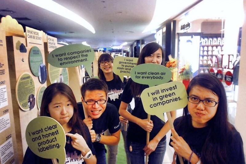 Юные добровольцы, выступающие за чистый воздух. Фотография со страницы Facebook движения «Остановите смог»