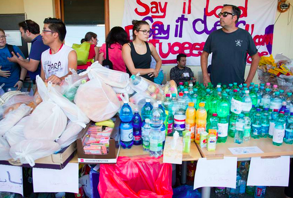 Voulunteers organize donations at the train station in Vienna. Picture by  Die Grünen Wienen.  Used with permission