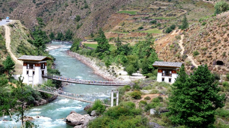 Mountains, rivers and bridges in Bhutan. Image from Flickr by Ryanne Lai. CC BY-NC 2.0