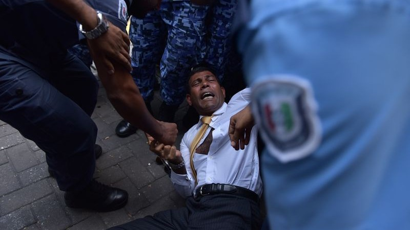 Maldives police drag former president Mohamed Nasheed into court. Image by Shirukhan Adam. Copyright Demotix (23/2/2015)