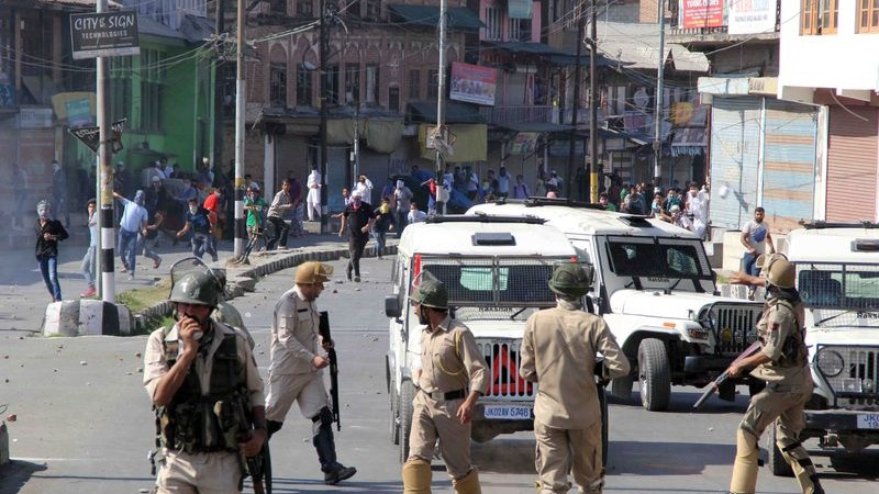 Hundreds of Kashmiris clash with police after Friday prayers to protest against banning cow slaughter and the sale of beef by a division bench of Jammu and Kashmir high court in the Indian-controlled area of Kashmir. Image by Umer Aisf. Copyright Demotix (11/9/2015)