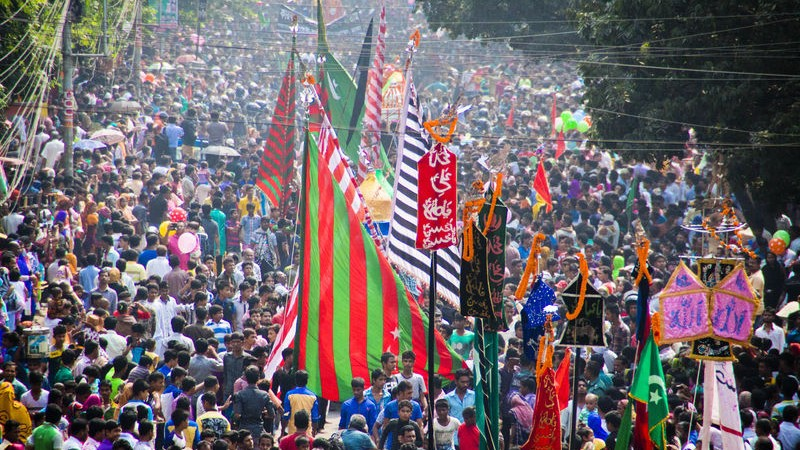 Despite the attack in Hussaini Dalan thousands of Bangladeshi Shiite Muslims take part in the annual Asura procession in Dhaka. Image by Fahad Kaizer. Copyright Demotix (24/10/2015)