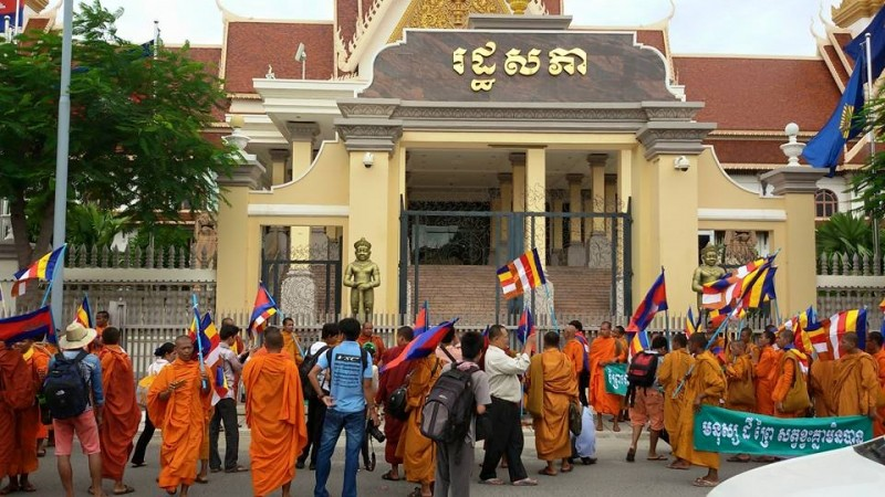 Cambodian monks delivered a protest letter to the government in Phnom Penh, the country's capital. Photo from the Facebook  page of 'Prey Lang - It's Our Forest Too'