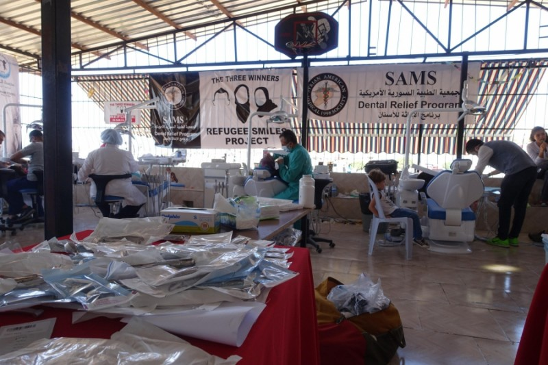 With funding from the Project Refugee Smiles fundraiser, the Syrian American Medical Society bought eight dental chairs for the temporary clinic set up at the Al-Salaam School in Reyhanli, Turkey. Credit: Jorge Valencia. Used with permission.