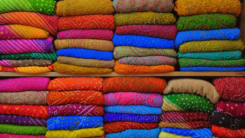Larehria, Bandhej Sarees. Image from Flickr by Bharat Singh. CC BY-NC-ND