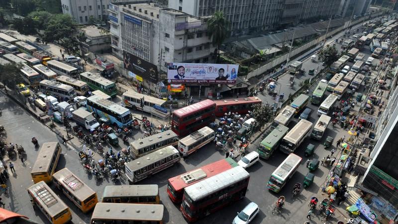 Traffic at downtown Dhaka. Image by Indrajit Ghosh. Copyright Demotix (19/11/2015)