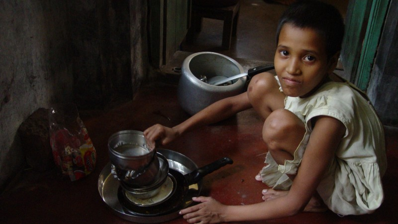Child domestic workers are common in India, with the children often being sent by their parents to earn extra money, although it is banned by the government. Image by Biswarup Gangly via Wikimedia Commons. BY-SA 3.0