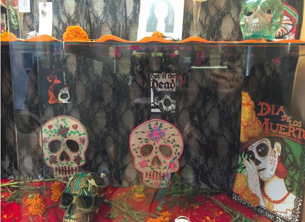 サンフランシスコ短期大学の生徒が制作した祭壇 写真:ルピタ・ペイベルト