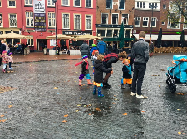 """Children playing around in a square in central Utrech waiting for Sinterklass to arrive. You spot less black faces since the practice has become controversial, but you can still see one here. Even after a year of living in the Netherlands this is a strange sight to see. #instaGV #dayinthelifeofGV #instacontroversy #children #kids"" Mahsa Alimardani on our @globalvoicesonline Instagram account."