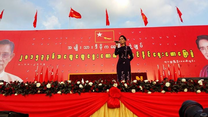 Opposition leader and Nobel Laureate Daw Aung San Suu Kyi addresses a crowd. Photo by Kamayut Media.