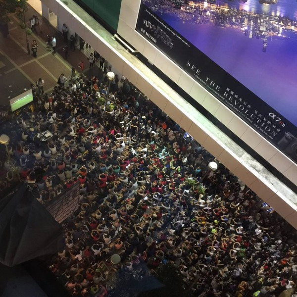 A few hundred people gathered outdoor in Mongkok to watch the match together and cheer for Hong Kong team. Photo from inmediahk.net's Facebook. CC: AT-NC.