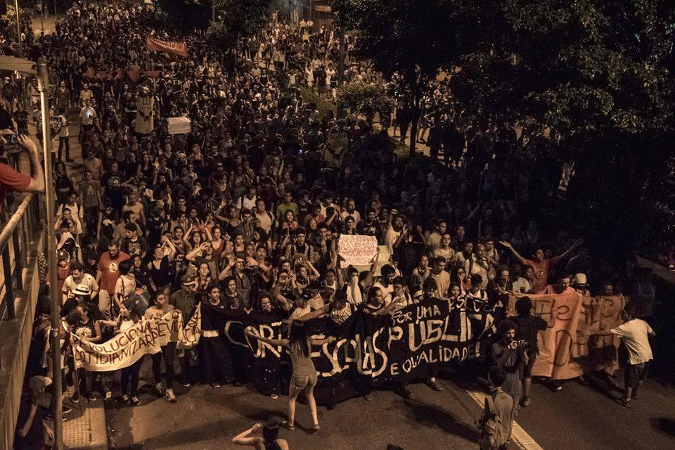 Students take the streets in São Paulo. Photo py Daniel Cunha/O Mal Educado. Free to use.