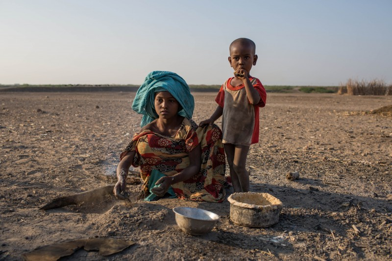 Zahara Ali, 9, cooks breakfast in a rural village in the Dubti Woreda, Afar Region, Ethiopia, 9 January 2015. ©UNICEF Ethiopia/2015/Bindra